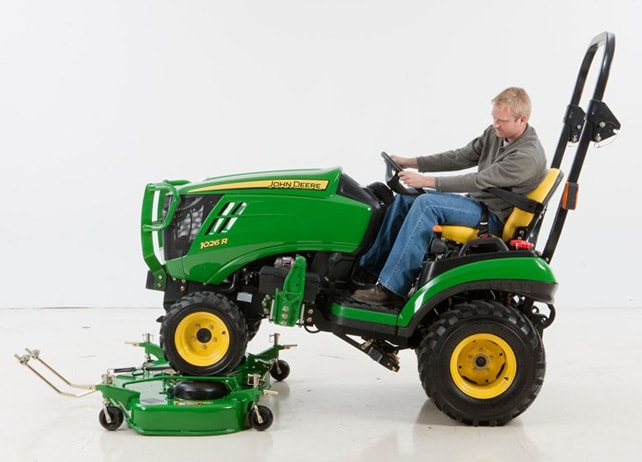 Man connecting the 60D AutoConnect Mid-Mount Mower to his tractor