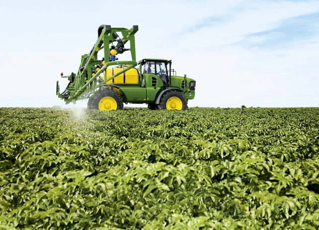 AMS: John Deere 5430i Sprayer in field