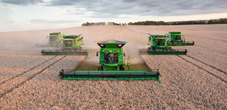 Fleet of John Deere S and T Series combines