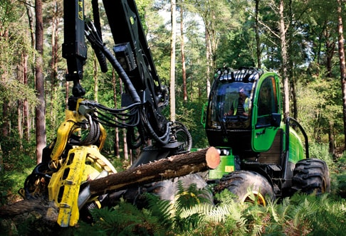1470E Wheeled Harvester grasping a log in the forest