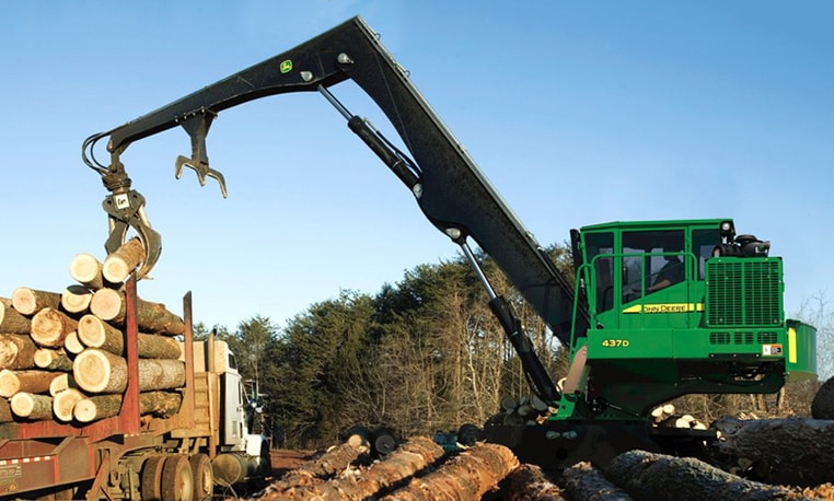 437D Knuckleboom Loader lifting a log