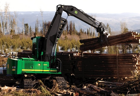 2154D Forestry Swing Machine piling logs onto a trailer