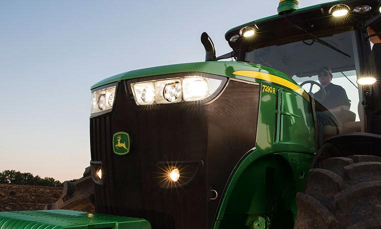 Follow the link to experience the 7R Series tractors