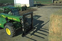 Move and stack bales fast and easy with a wide range of single- and triple-tine Bale Spears.