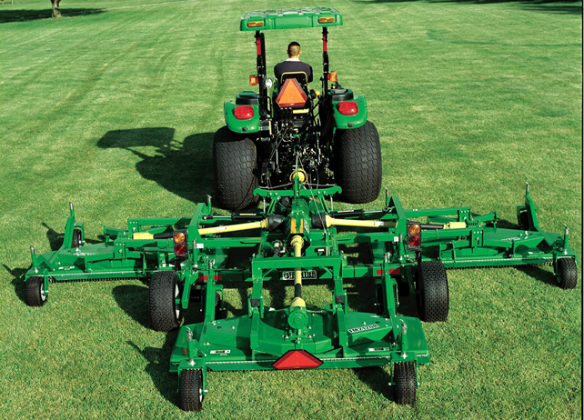 FM21 Series Flex-Wing Grooming Mower at work mowing grass