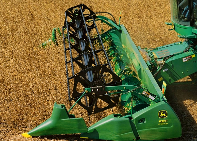 625 Flex Cutting Platform on a John Deere Combine harvesting soybeans