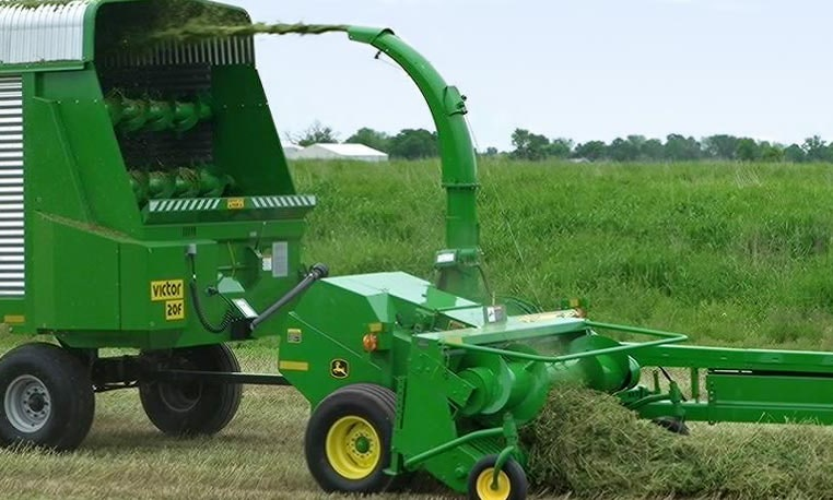Pull -Type Forage Harvester