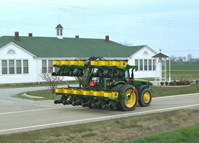 1720 CCS Stack-Fold Integral Planters Planting and Seeding Equipment