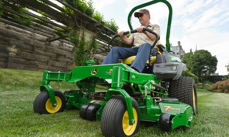 Landscape worker using a ZTrak Z900 M Series Mower