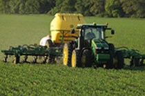 Image of 2510H Applicator in a field.