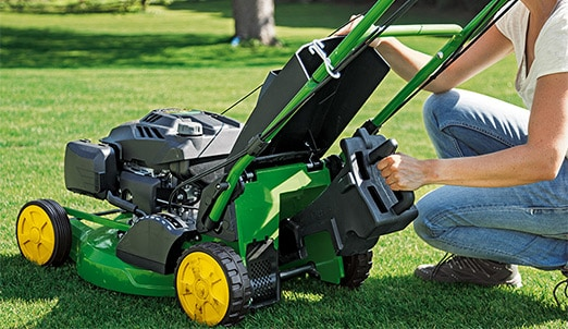 Easy to change Remove the optional mulching sealing plug and use the mower with the collection bag