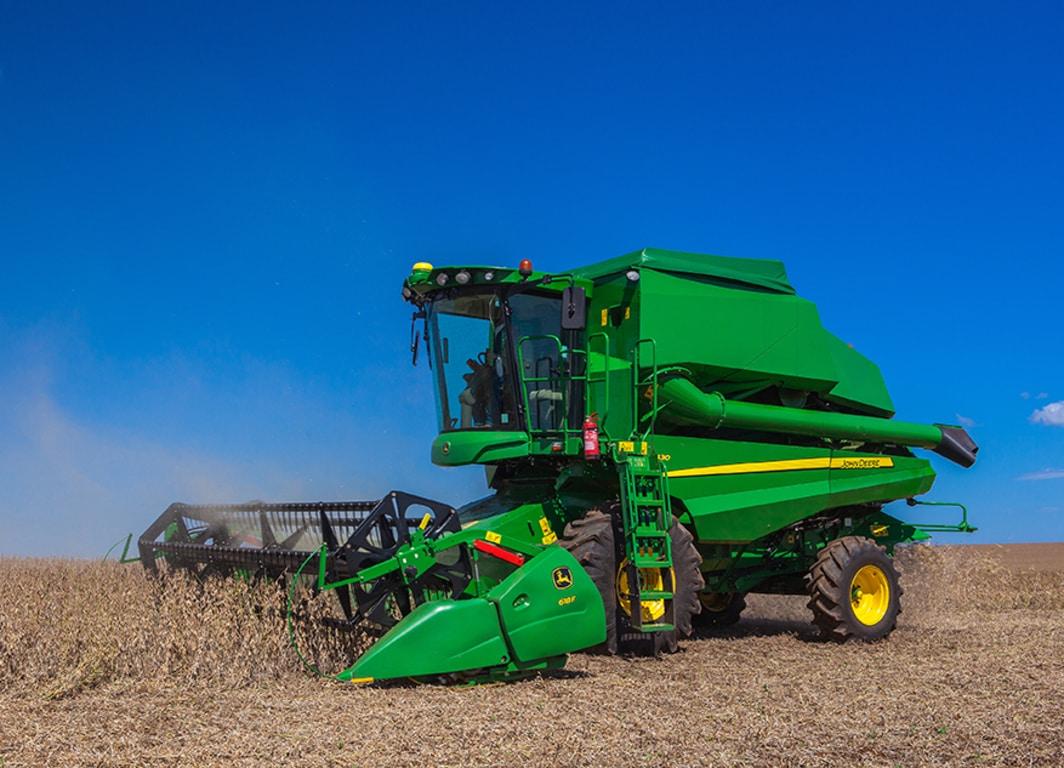 La plataforma de corte serie 600F en la cosechadora de John Deere.