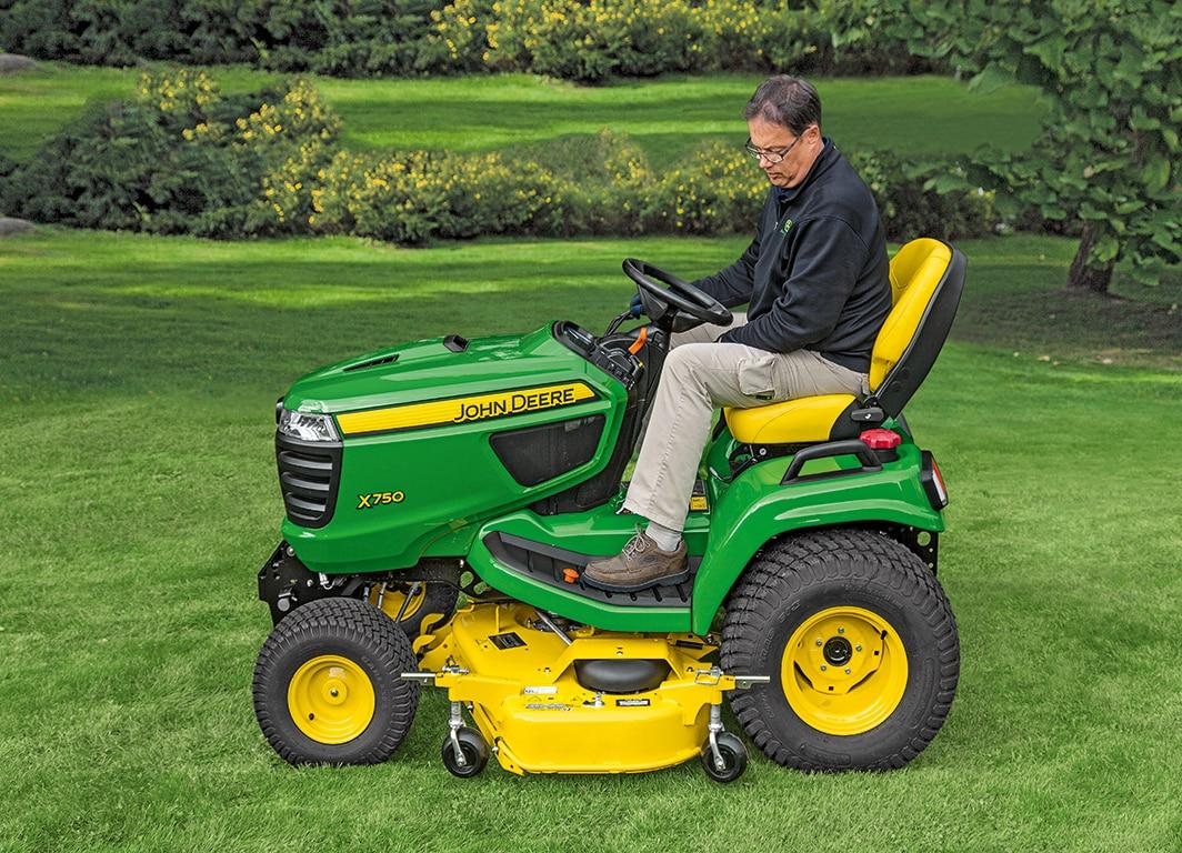 Tractor de Jardín X750 en el campo.