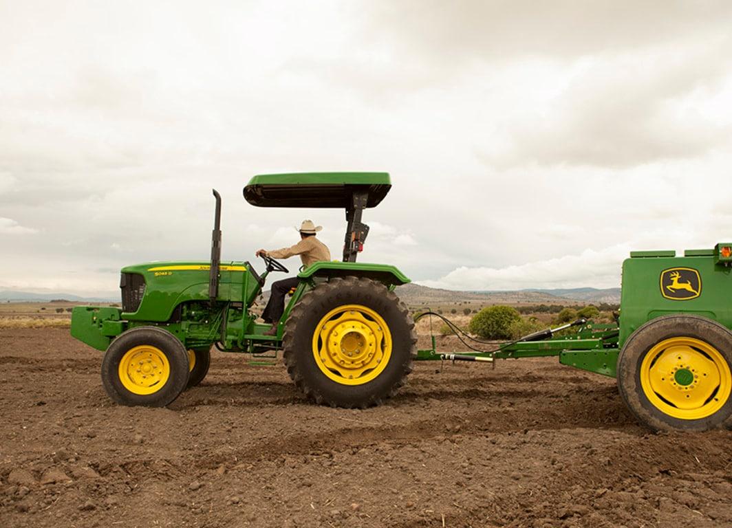 Vista lateral del Tractor 5045D.