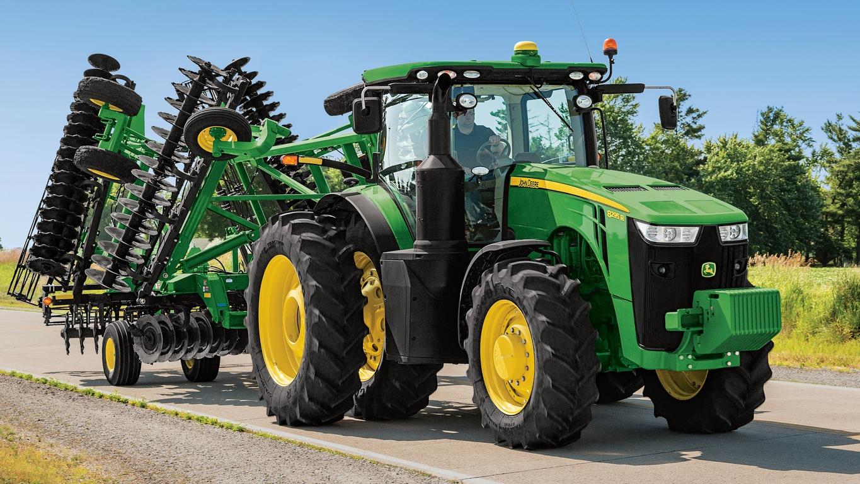 John Deere 8295R Tractor pulling at 2623VT Disk