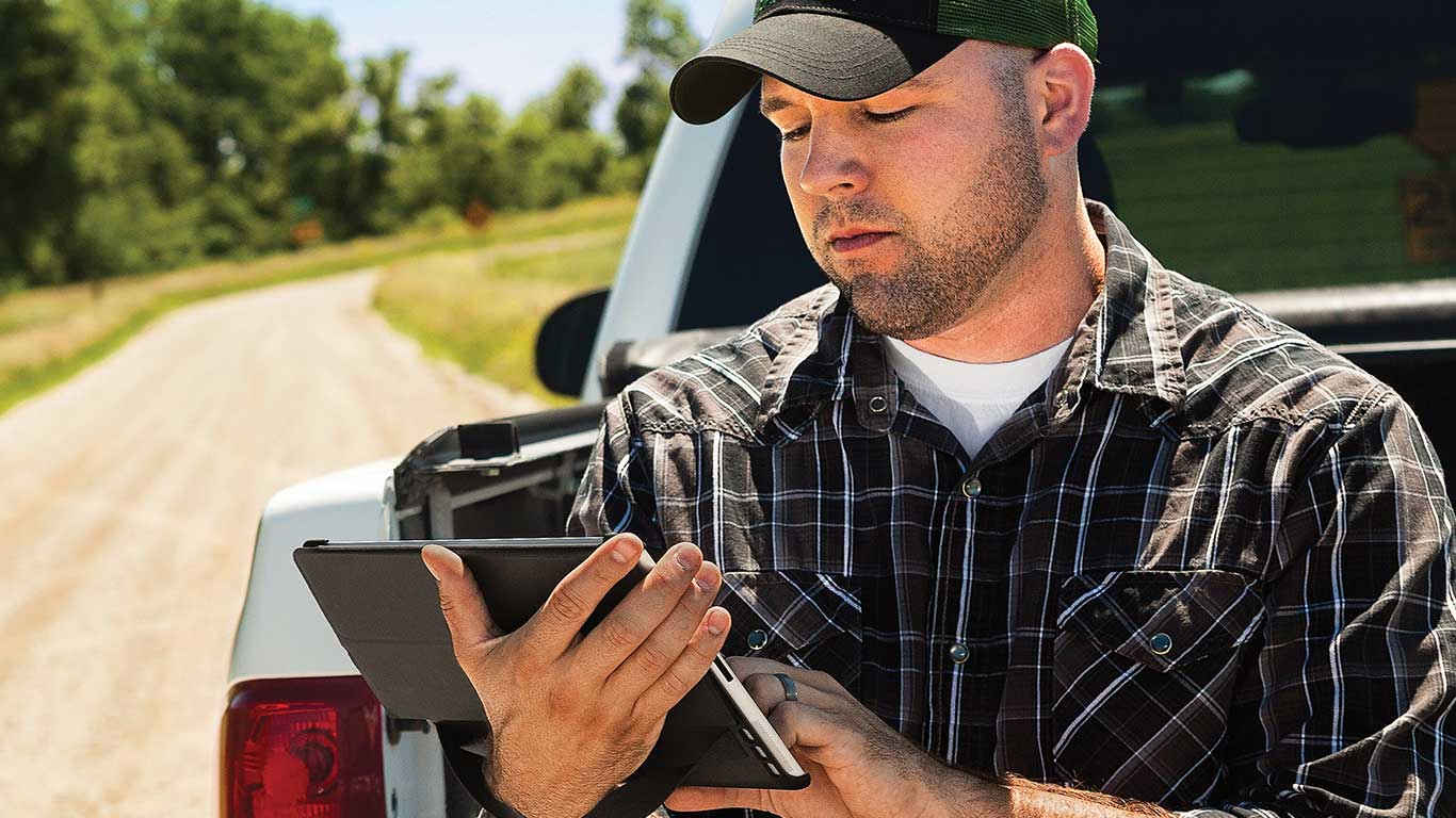 Customer in the field using his iPad