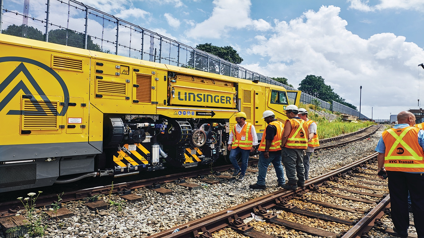 Linsinger's revolutionary MG11 train complete with John Deere Final Tier 4/Stage V industrial diesel engine.