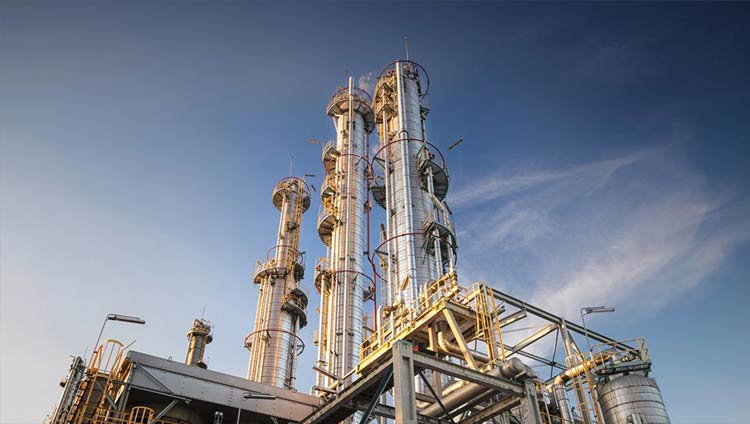 An oil refinery that DDT works to clean