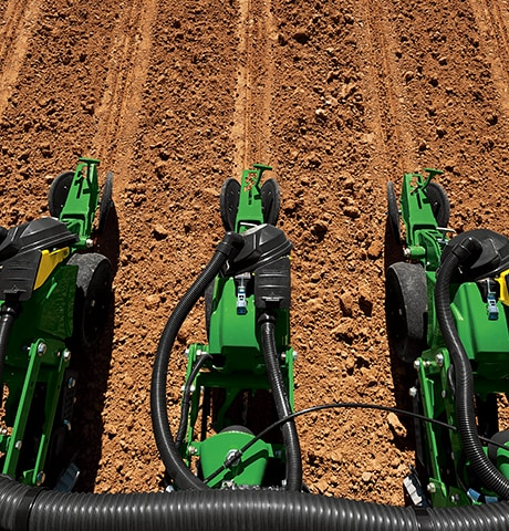 Planting and seeding a field with John Deere 1700 Series planter