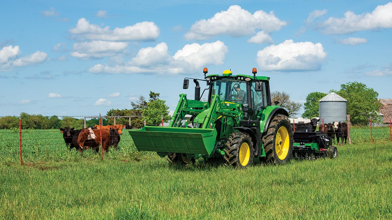 John Deere 6120M with the 600R Loader