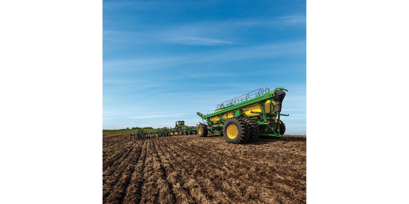 John Deere introduces its largest air cart ever – the new C850 with an 850-bushel (1.8 cu m) carrying capacity.