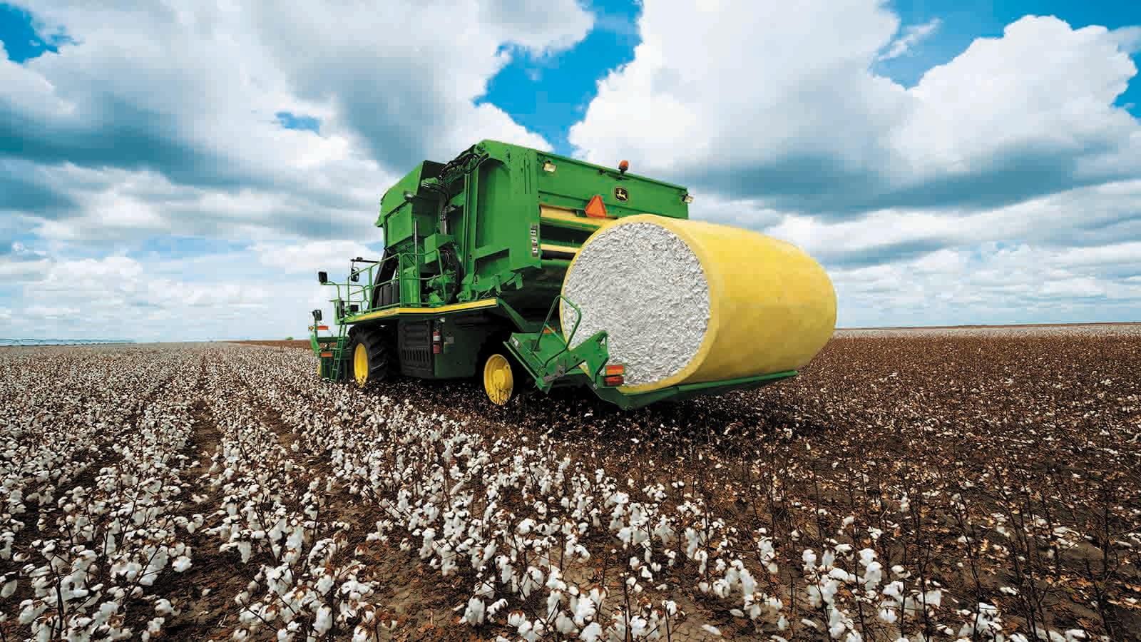 Round-module weighing is standard on all John Deere CP690 Cotton Pickers.