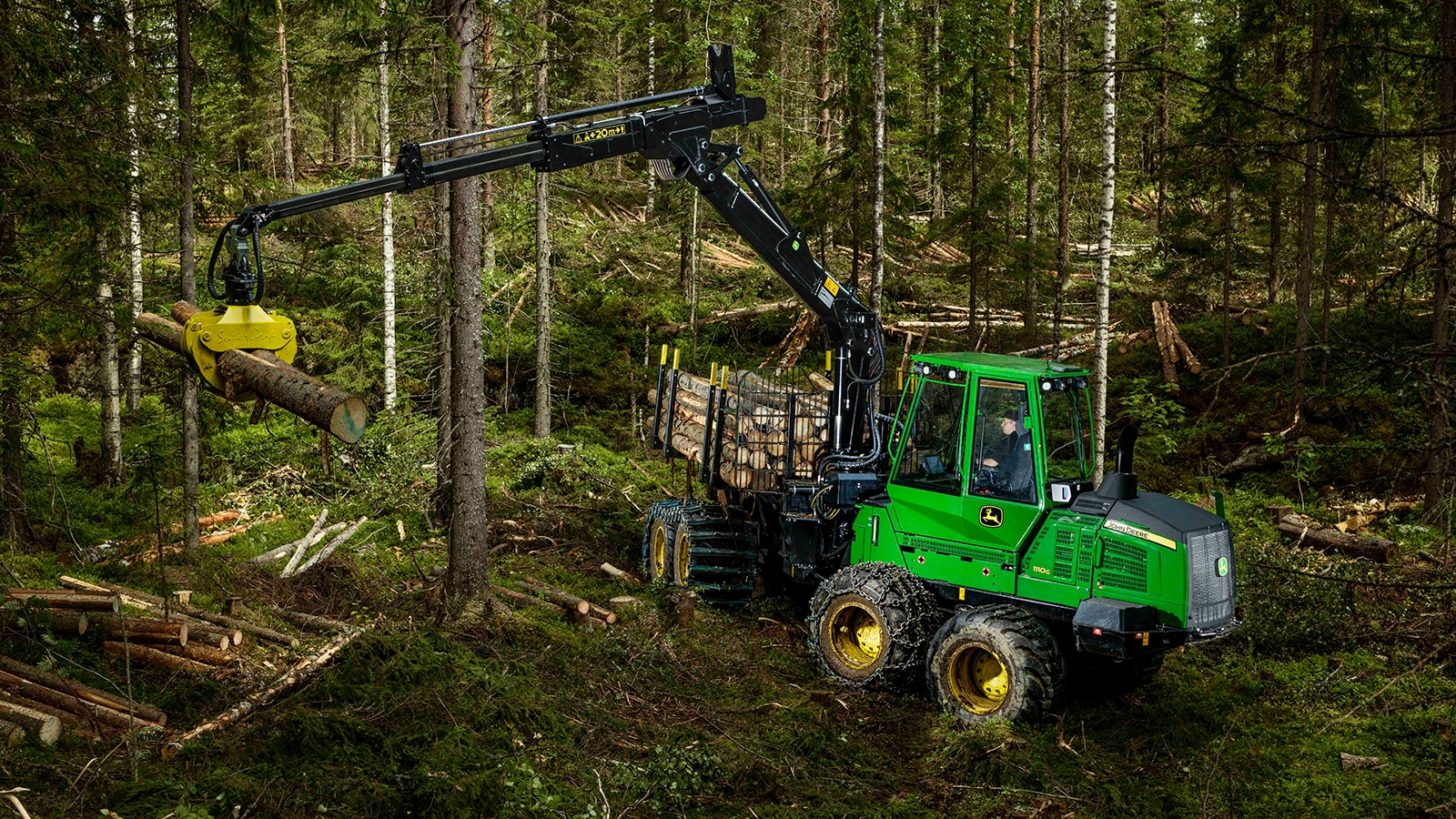 G-Series Forwarder working in the forest