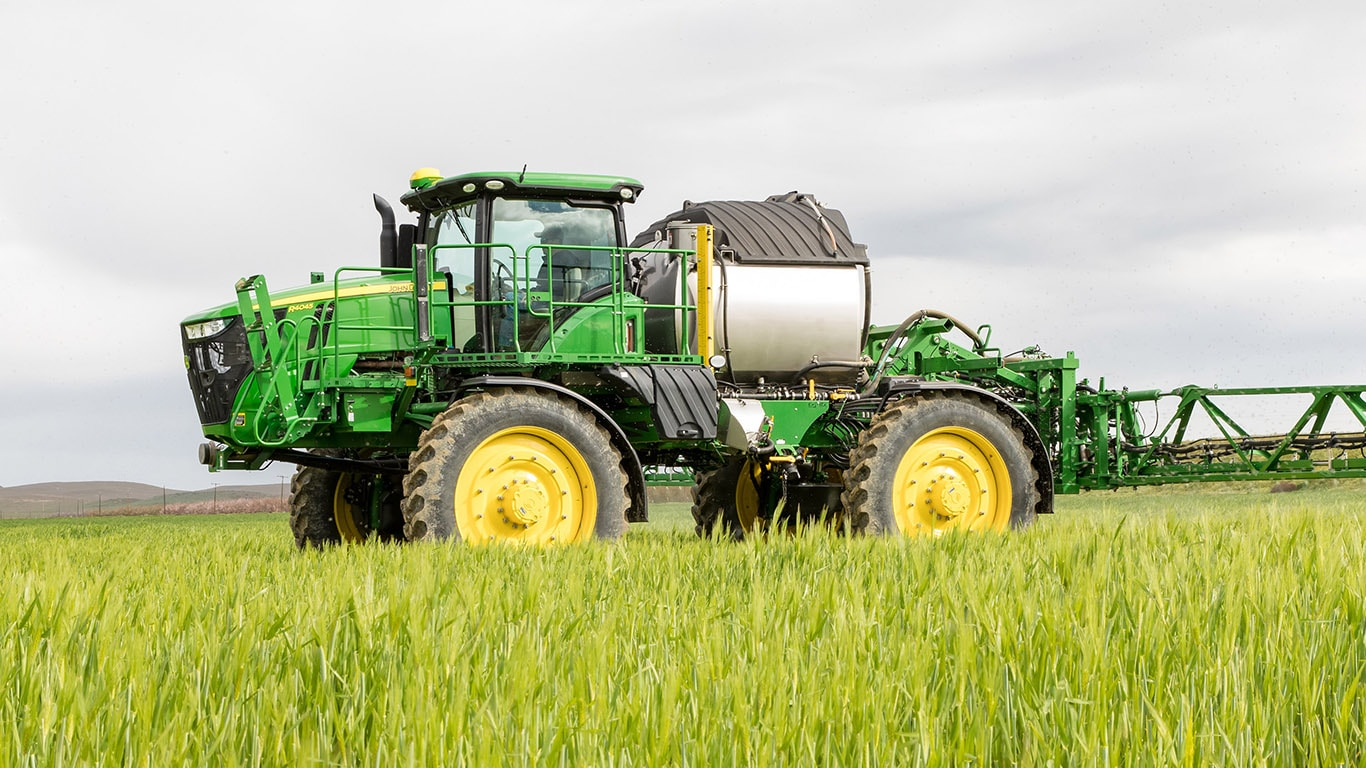 Deere introduces 1,600-gallon R4060 and updated R4045