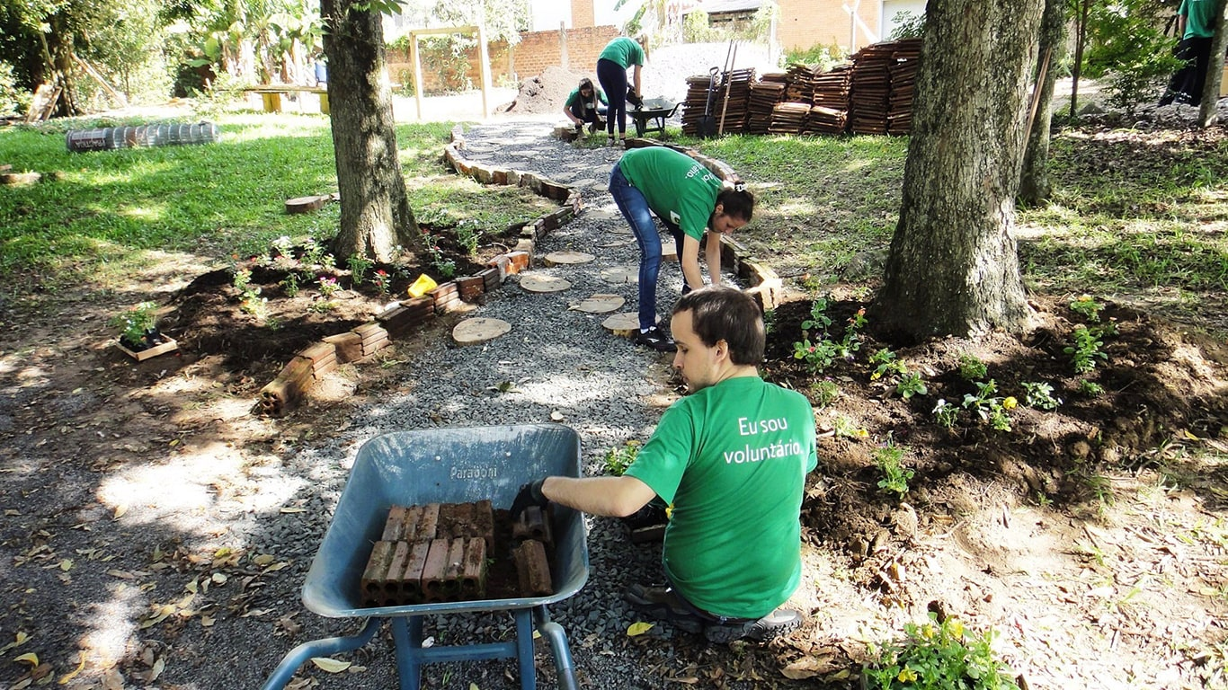Volunteers from John Deere Brazil in Montenegro landscape a local school yard