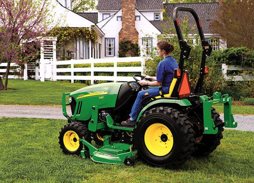 2720Compact Utility Tractor