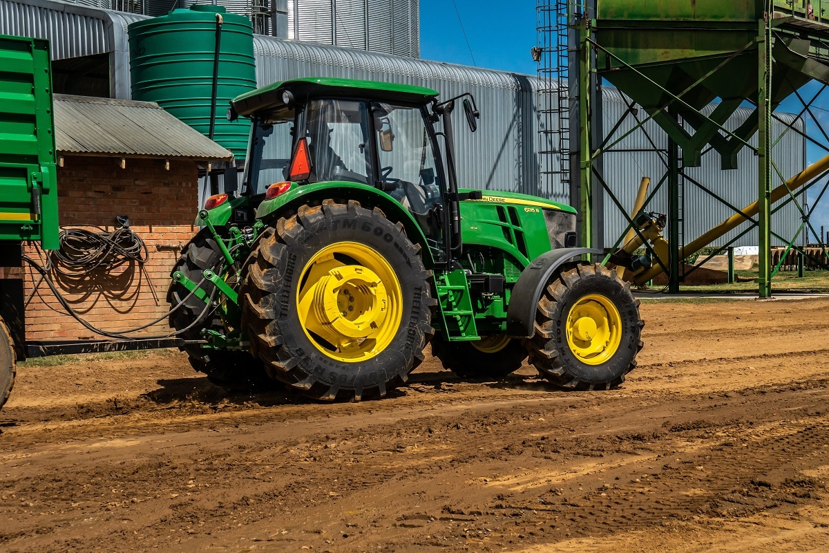 Choose from 6 Series Tractor