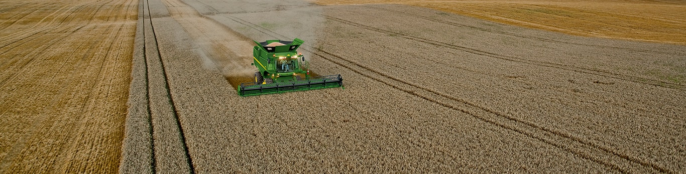 John Deere S690 Grain Harvesting Combine with AutoTrac and a 630R Cutting Platform