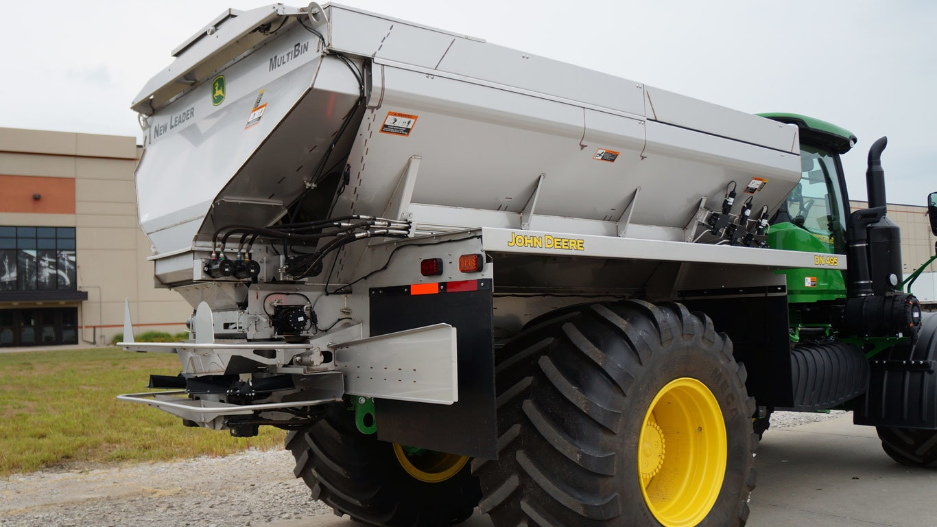 field image of the DN495 G5 Dry Spinner Spreader