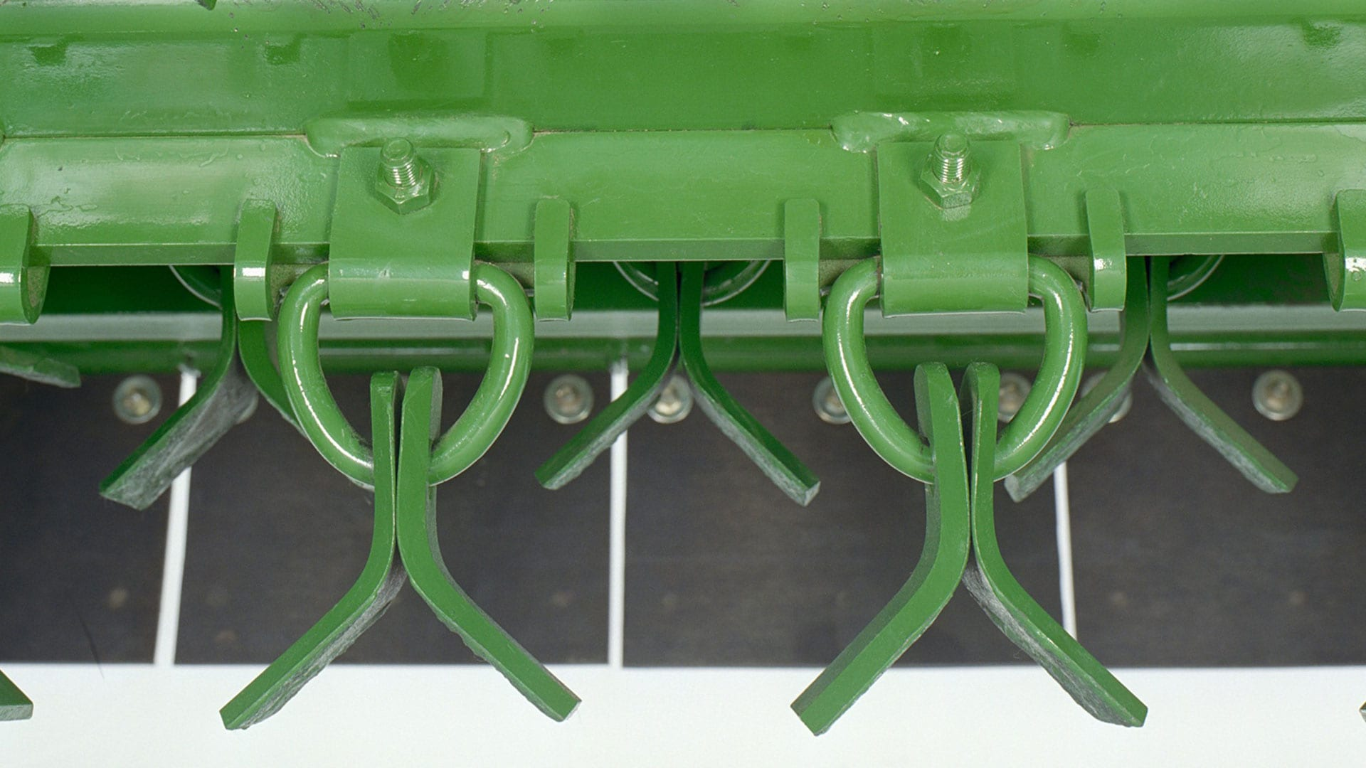 close up view of re-cutter bar