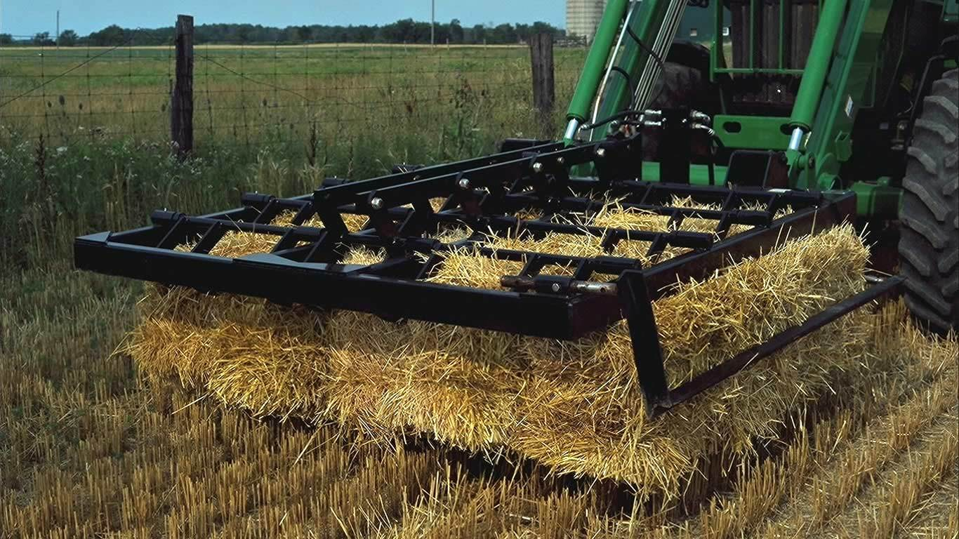 field image of Frontier ab16 small square bale fork on a tractor