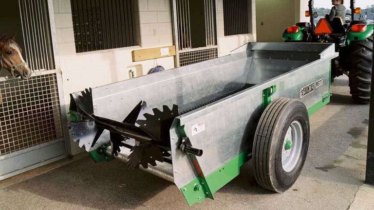 Chain-Unloading Manure Spreaders