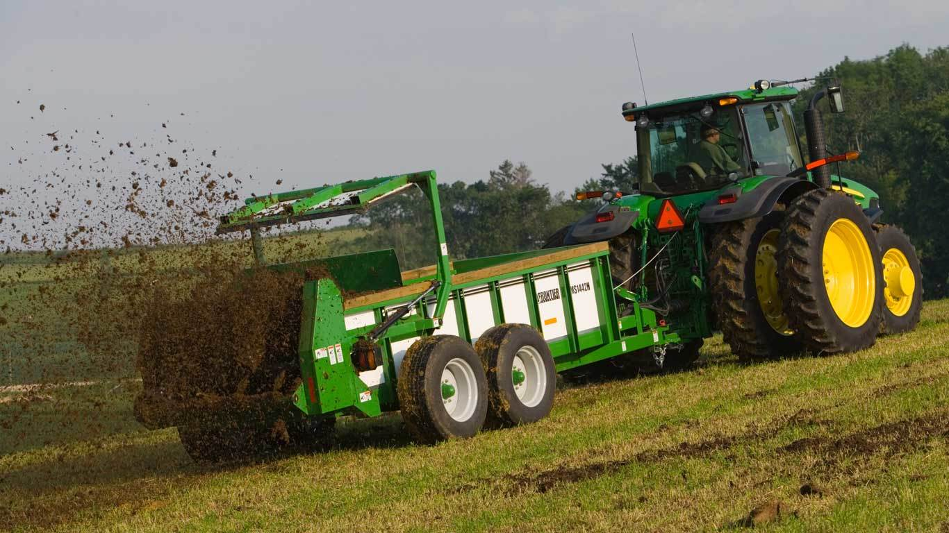Livestock & Equine Equipment | MS14 Manure Spreaders | John