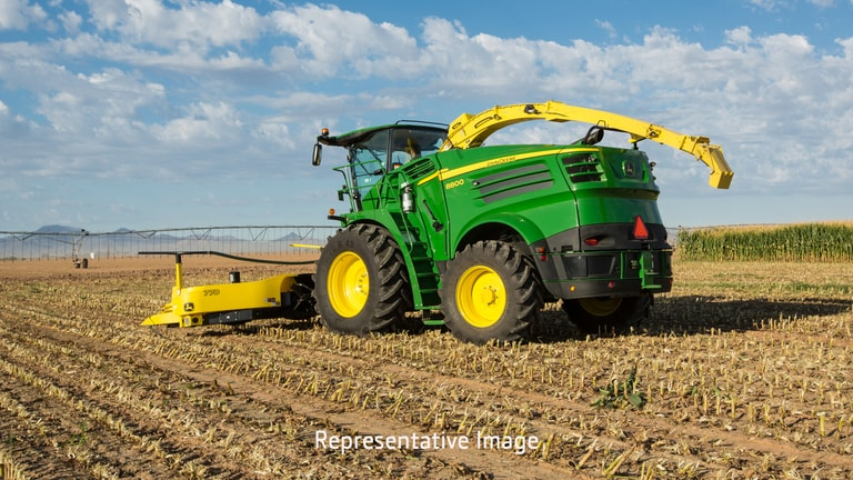 Phillips Equipment Corp - 8300 8300 Self-Propelled Forage
