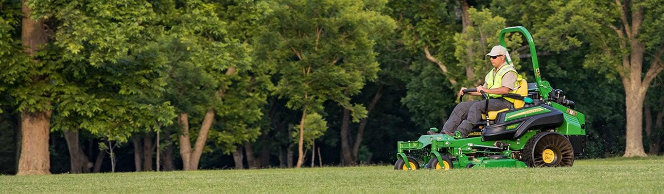 ZTrak™ Commercial Zero-Turn Mowers | Lawn Mowers | John Deere US