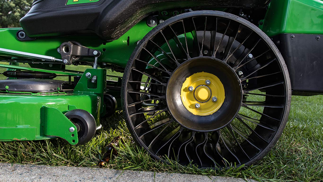 close up image of the tweel on the Z900 ZTrak