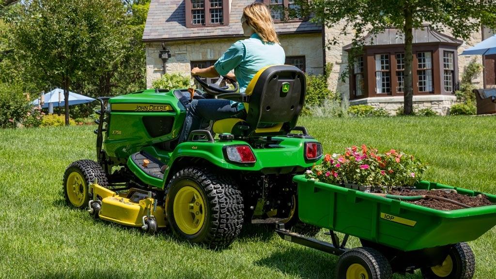 X700 Signature Series Tractors | Lawn Tractors | John Deere US