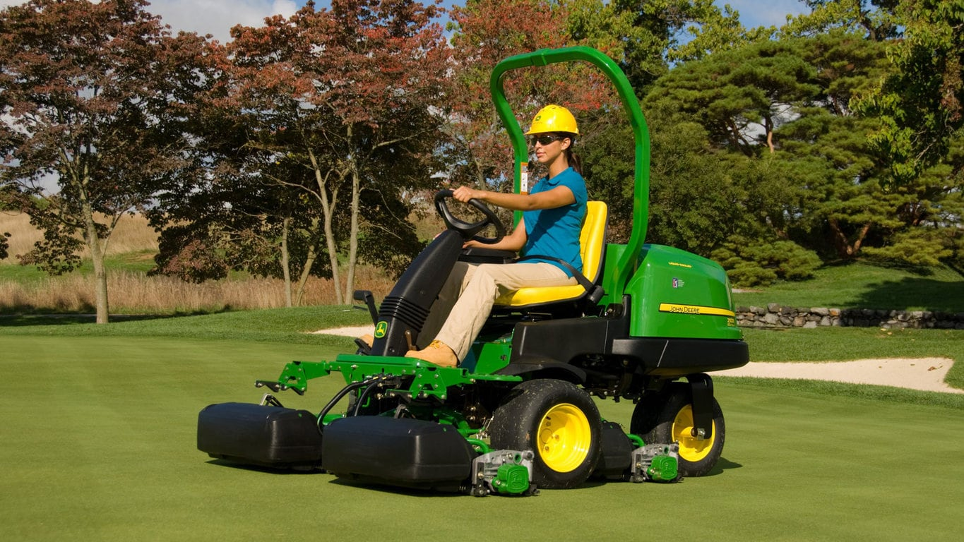 2500e E Cut Hybrid Gasriding Greens Mower
