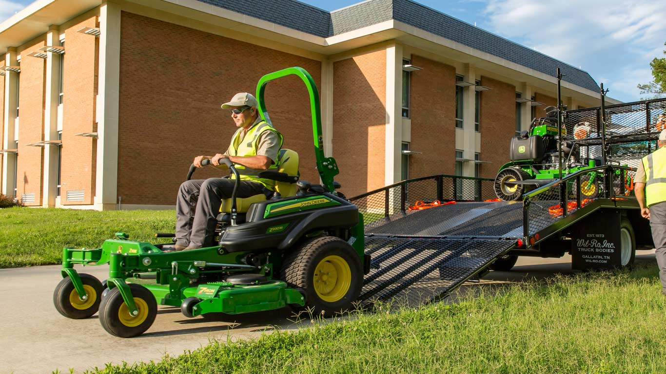 field image of a landscaper on a Z900-Series ztrak mower
