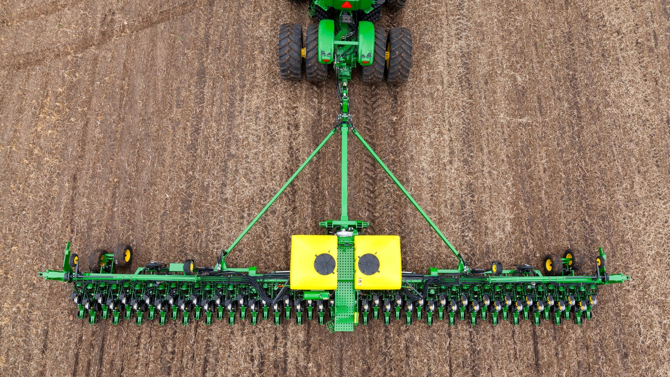 Field image of DB60 47Row15 Planter
