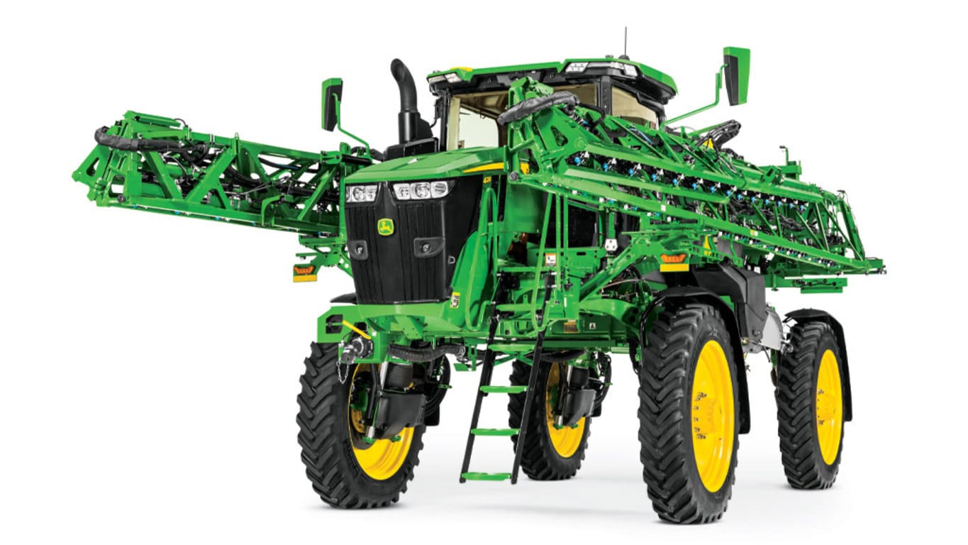 Studio image of 412R Self-Propelled Sprayer