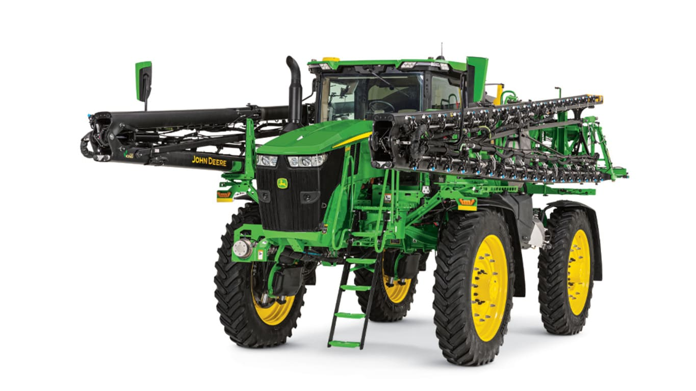Studio image of 616R Self-Propelled Sprayer