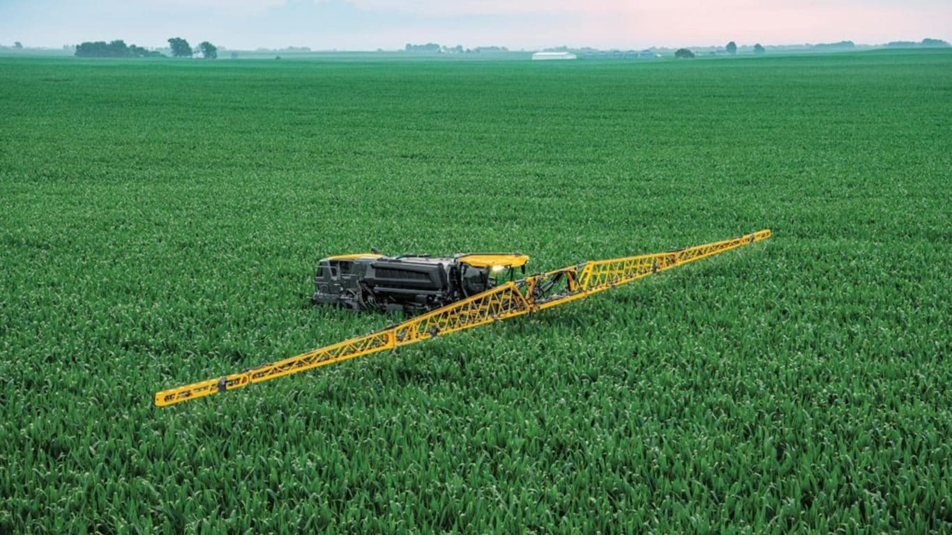Field image of STS16 Hagie Self-Propelled Sprayer