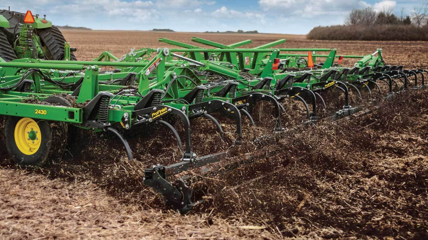 Field image of 2430 Chisel Plow