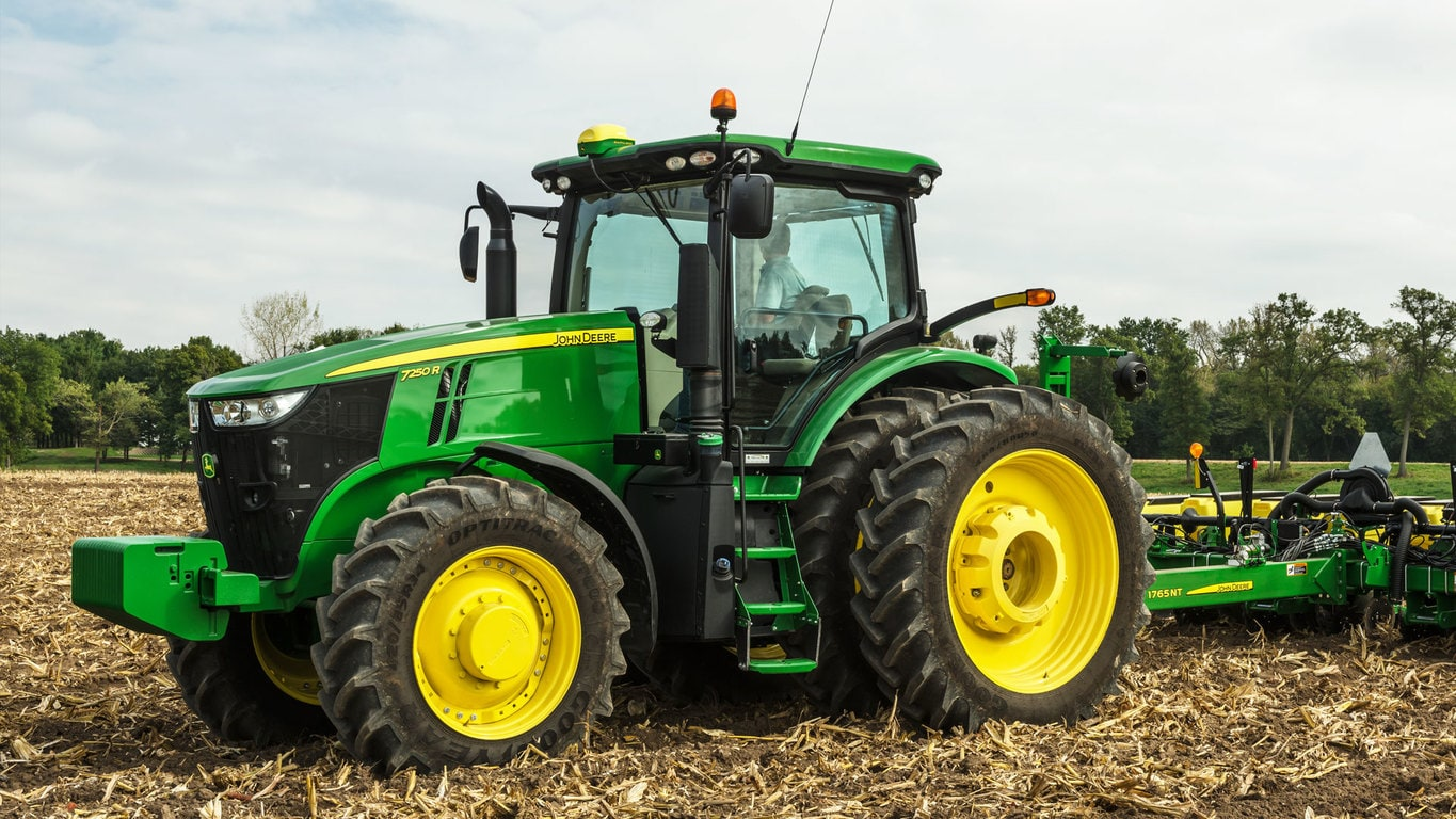Field image of 7250R Row Crop Tractor