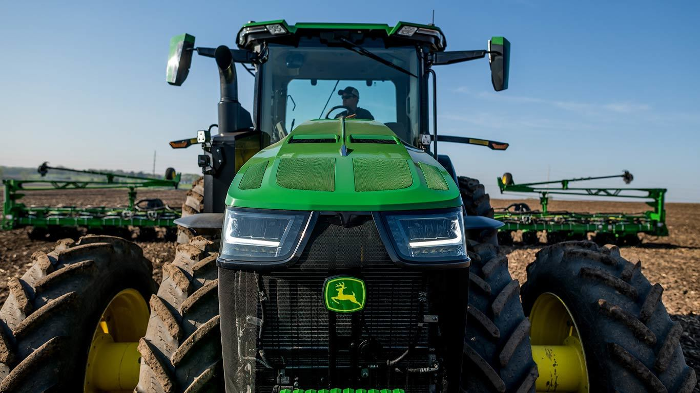 Field image of 8R 250 4WD Tractor